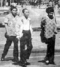 woebegone Ferdie and Meldy wander Honolulu's streets